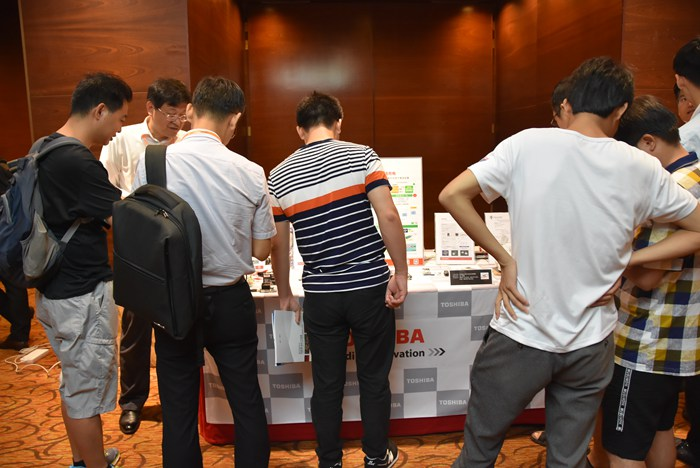 手机快充与无线充电会议展示企业 东芝